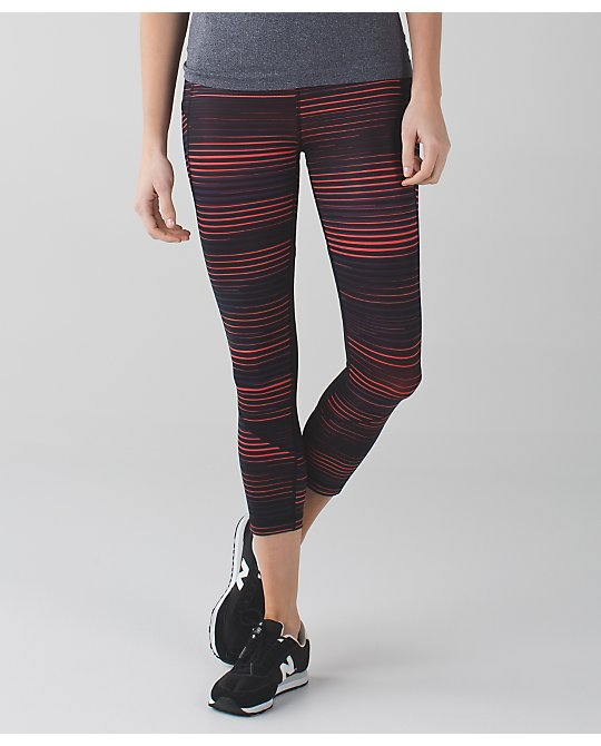 lululemon twisted-dune-alarming-pace-rival-crop