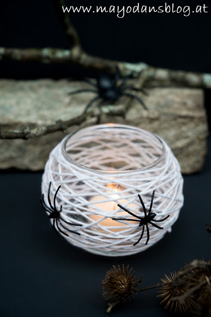 Teelichter mit Spinnennetz
