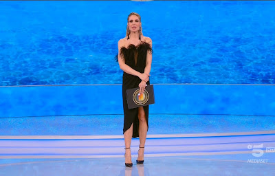 Ilary Blasi abbigliamento vestito Isola dei famosi 29 aprile