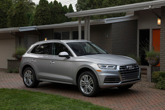 Front 3/4 view of 2018 Audi Q5 2.0T quattro S tronic