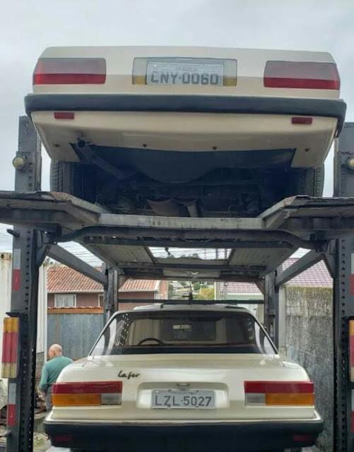 Lafer LL 007 e Lafer LL 001 rumando para uma nova e misteriosa garagem.