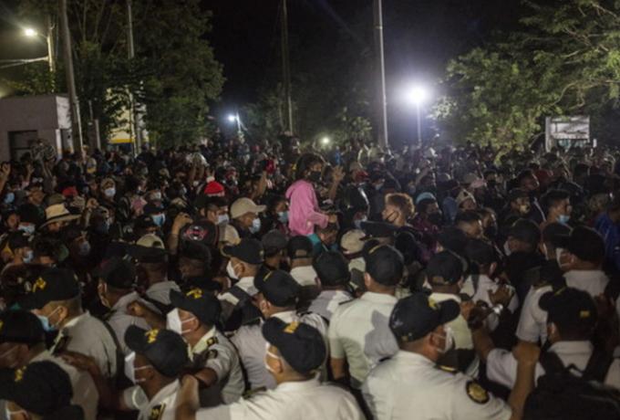 Carovana di 3000 persone si dirige dall'Honduras agli USA