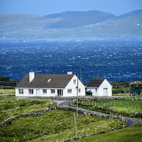 Pictures of Ireland: Cottage on the sea in Connemara