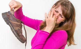 Παπούτσια που μυρίζουν άσχημα: Έξι εύκολες και γρήγορες λύσεις