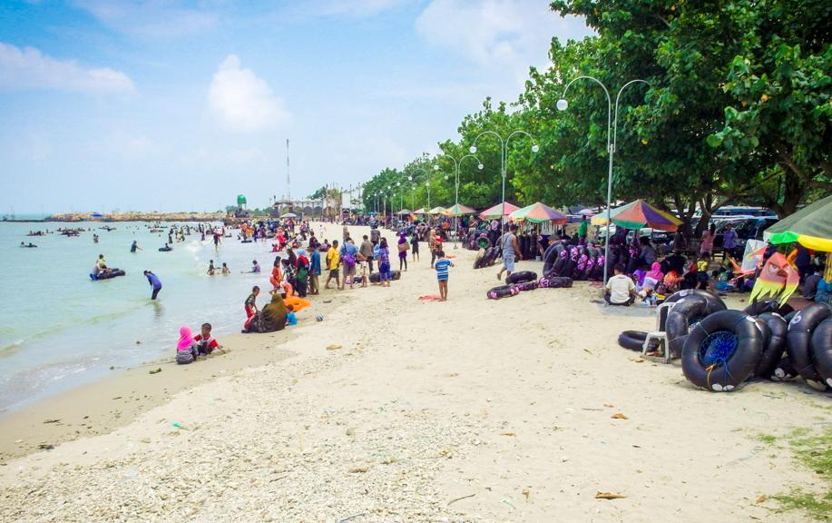Objek Wisata Religi dan Pantai di Kota Gresik
