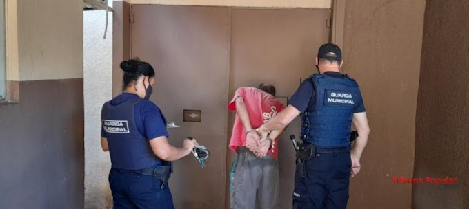 Foz do Iguaçu: Homem invade residência e é flagrado tomando banho de piscina pelado