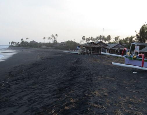 The beach atmosphere has ever been a fascination BaliBeaches: Rangkan Beach - Pantai Rangkan Bali