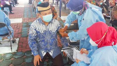 Wakil Ketua DPRD Kota Tangerang Terima Vaksin Covid-19