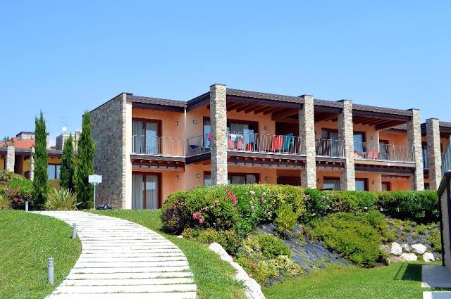 appartamenti con piscina lago di garda relais rosa dei venti