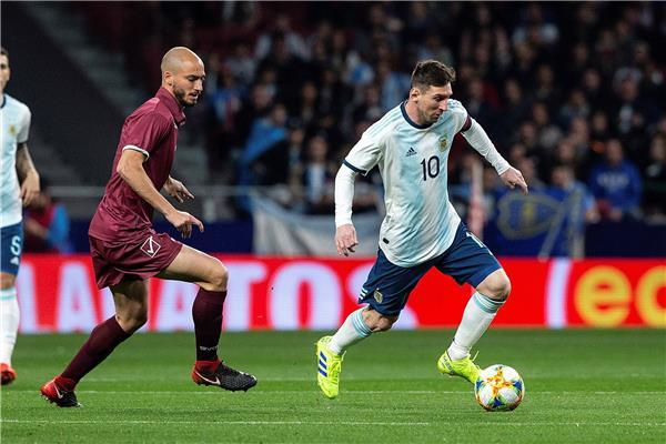 تعرف على موعد مباراة فنزويلا أمام الأرجنتين والقنوات الناقلة لها