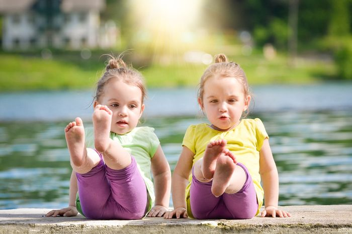 Benarkah Anak Kembar Saling Memiliki Telepati?