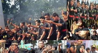 Kesenian Tradisional Banten terdiri dari Debus Banten, Rampak bedug, kesenian Buaya Putih, alat musik tradisional khas Banten dan tarian tradisional khas Banten