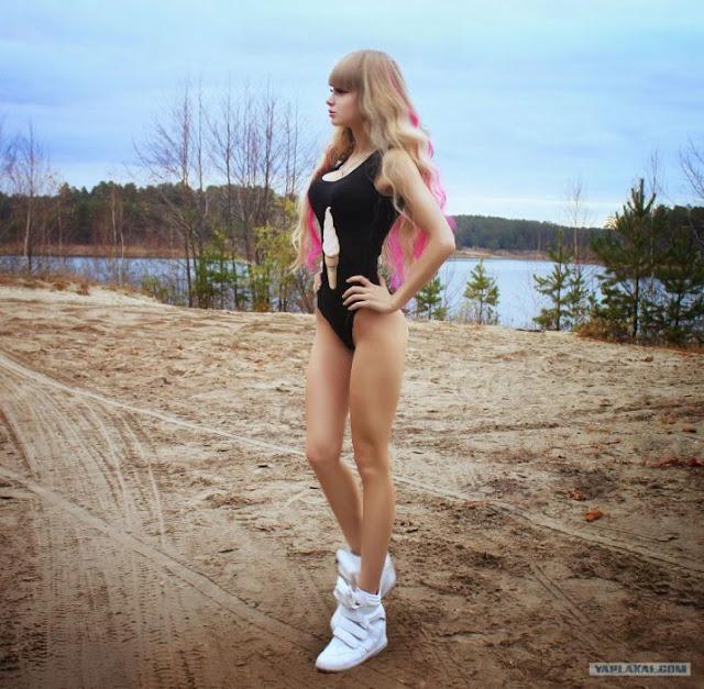 Angelica Kenova, la 'Barbie rusa' que vive con sus padres