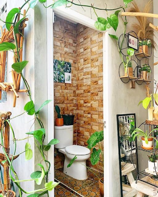 Kamar Mandi Minimalis Nuansa Alami dengan Dekorasi Tanaman