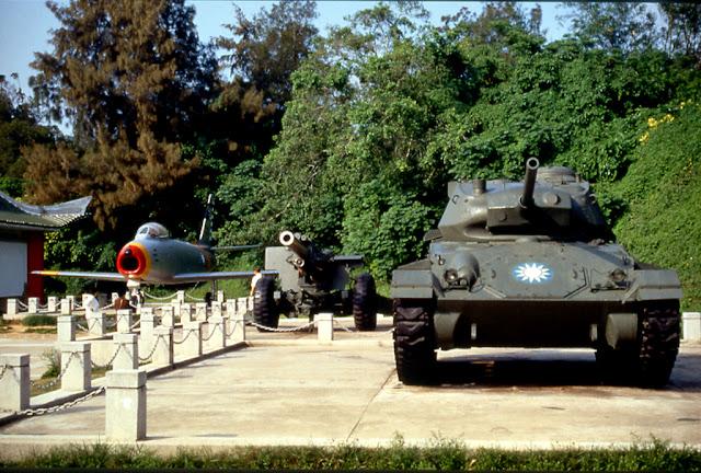 八二三戰史館位於中正公園內,建於民國77年(西元1988年)「八二三砲戰」30週年紀念,為當年砲戰的英勇事蹟作歷史見証。