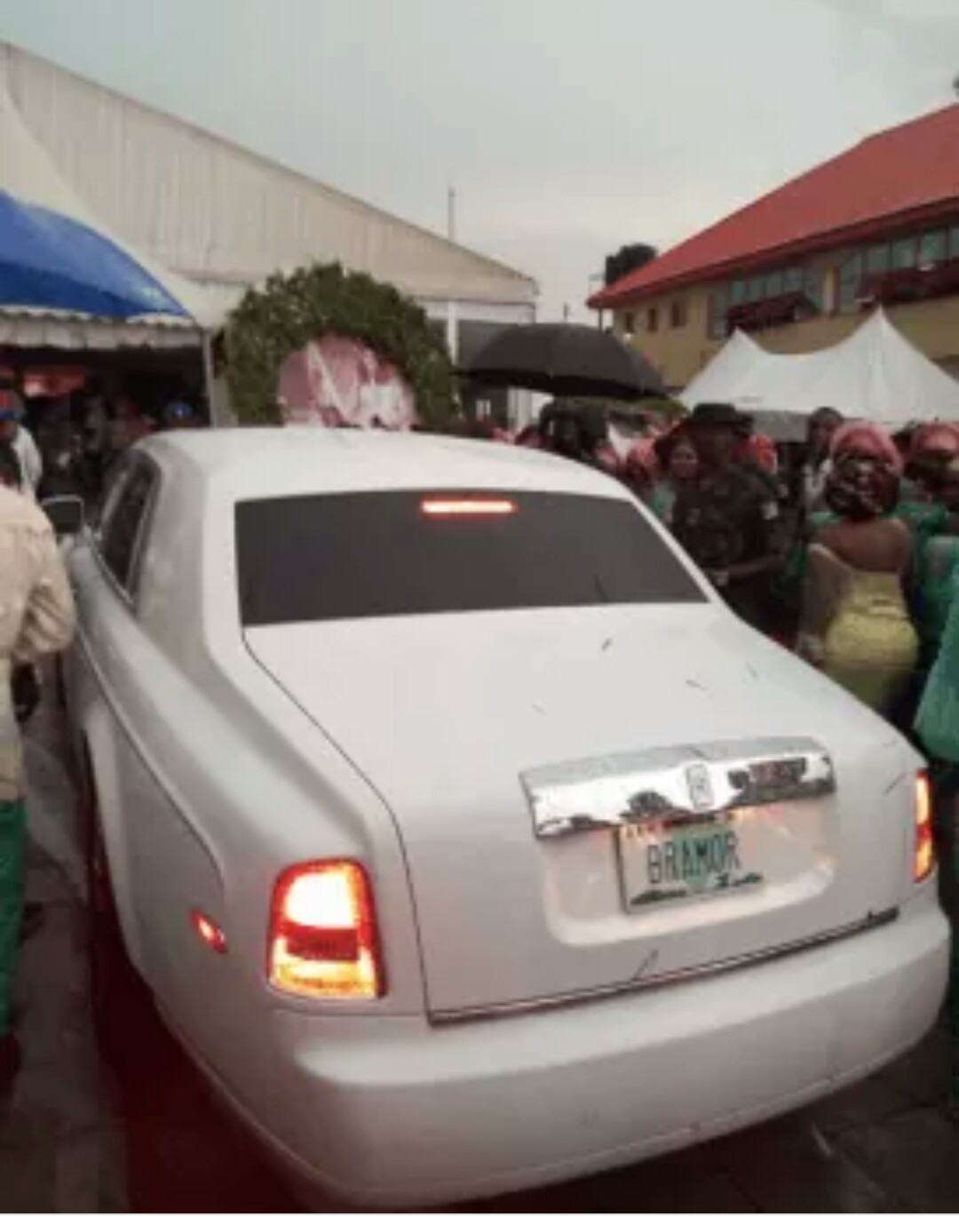 brand new toyota camry nigeria grand avanza vs xclusive world news nigerian couple give out cars as a gave two souvenirs at their colourful wedding in benin edo state