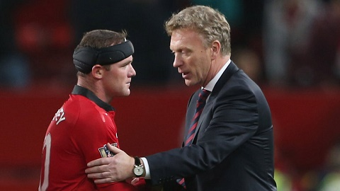 HLV Roy Hodgson nói chuyện cùng Rooney