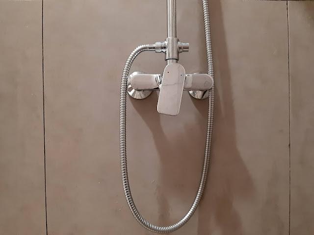 shower kamar mandi hotel