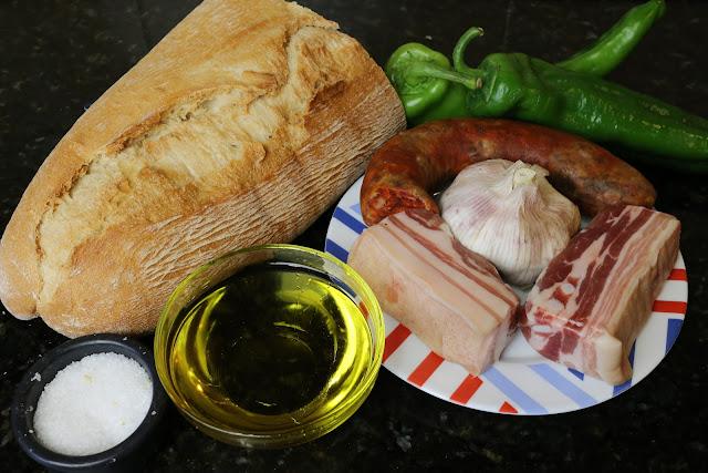 Ingredientes para migas con chorizo y panceta