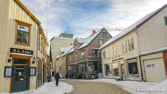 Sjøgata, Tromsø - Noruega, por El Guisante Verde Project