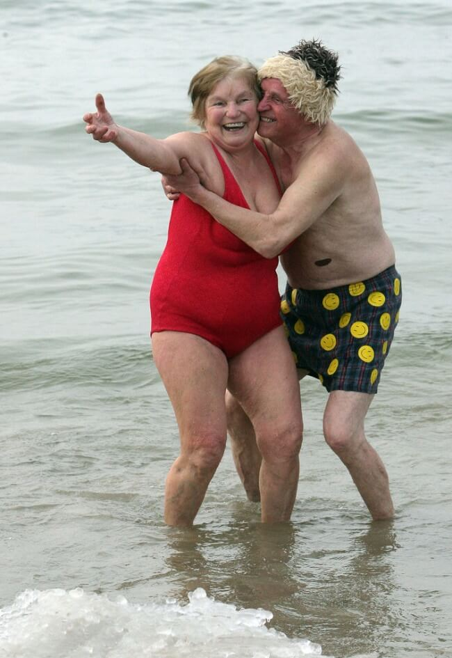 25 Thrilling Images That Made Our Day - A couple who just decided to smile at life — as we all should!