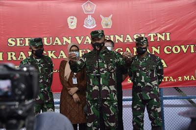 Kasum TNI Tinjau Pelaksanaan Serbuan Vaksinasi Covid-19 Terhadap Ribuan Babinsa dan Babinpotdirga di Solo