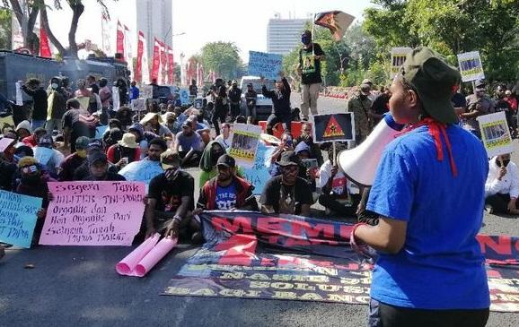 Puluhan Mahasiswa Papua Surabaya Antusias Peringati Setahun Rasisme 'Monyet'