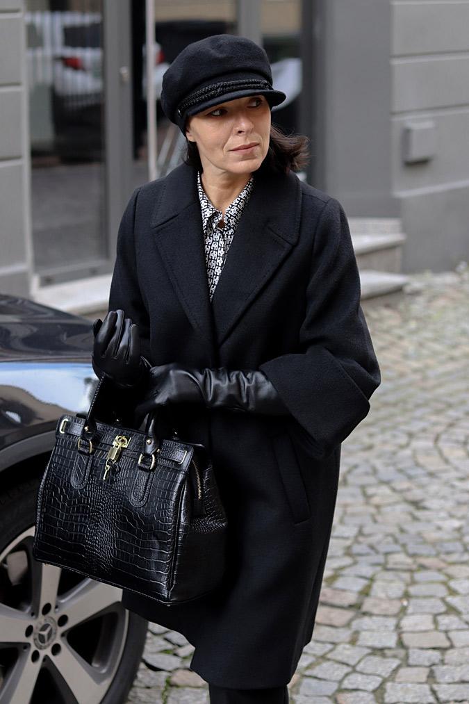 czarny płaszcz stylizacje 2021 2020