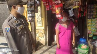 Berikan Imbauan Protokol Kesehatan, Bhabinkamtibmas Kelurahan Mampu lakukan Patroli PPKM