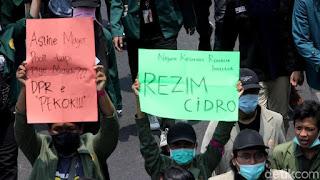 Tulisan Kocak Waktu Demo Mahasiswa di Depan Gedung DPR 7