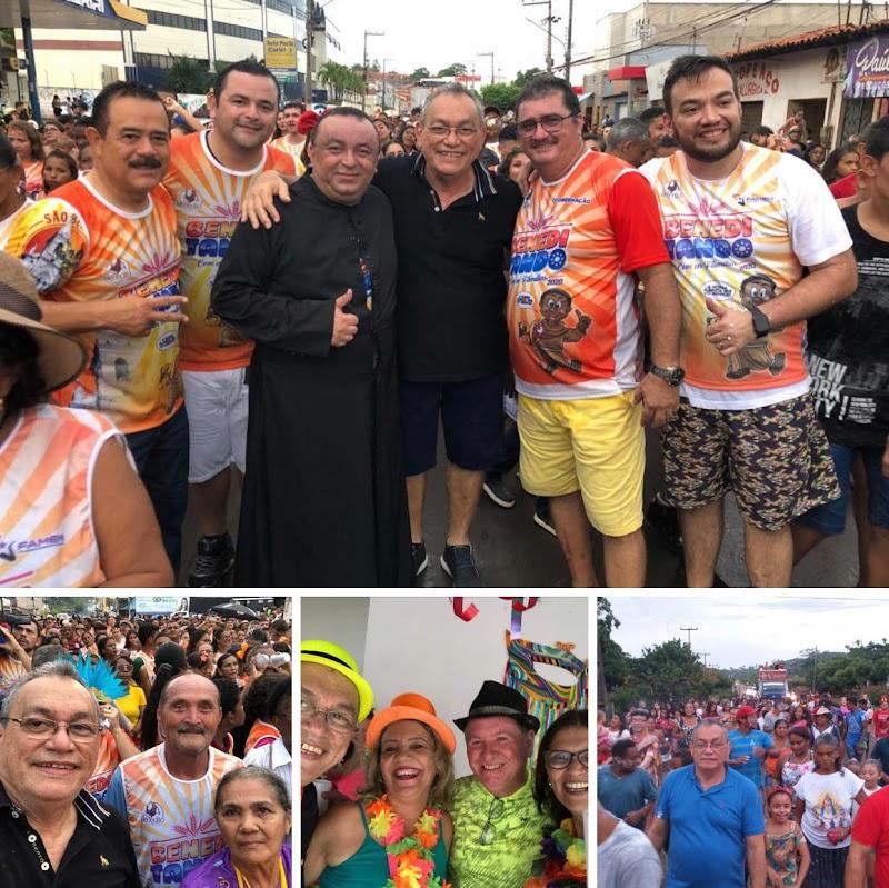 Vereador e pré-candidato à prefeito Bruno Curvina é recebido com alegria no Carnaval em Pedreiras.