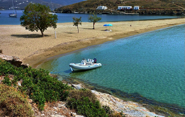 H παραλία αυτή είναι η πιο διάσημη και ίσως η πιο πολυδιάστατη στην Ελλάδα! Δείτε που βρίσκεται
