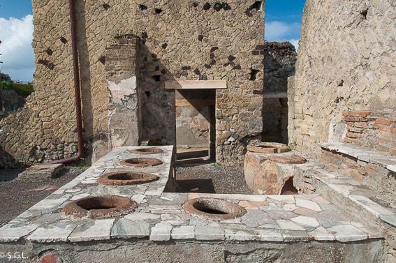 La Gran Taberna en Herculano, la otra victima del Vesubio.