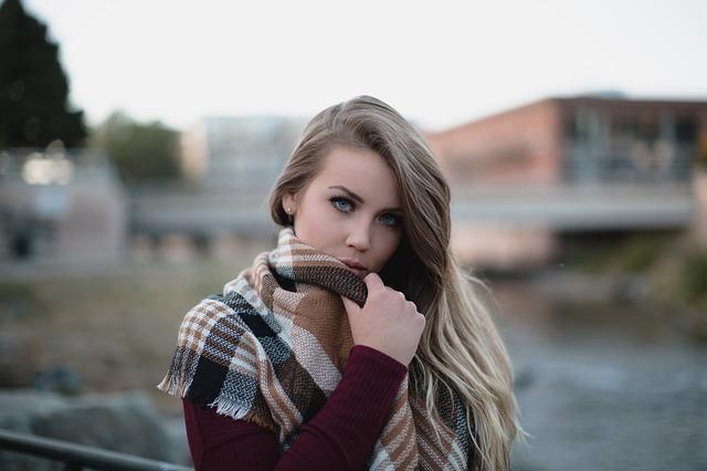 https://www.instacapt.com/2019/03/captions-for-girl-on-ig.html