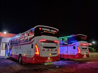Foto Bus Raya Jejer Malam Hari