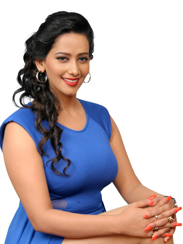 Sanjana Singh Beautiful Thigh Legs Exposure In Short Blue