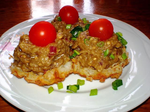 Salată de vinete în coșulețe de cartofi