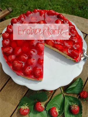 holt euch das Rezept für eine fruchtige Erdbeertorte, ganz pur und schnell gemachtem Biskuitboden und Tortenguss. Die beste Art Erdbeeren zu genießen.