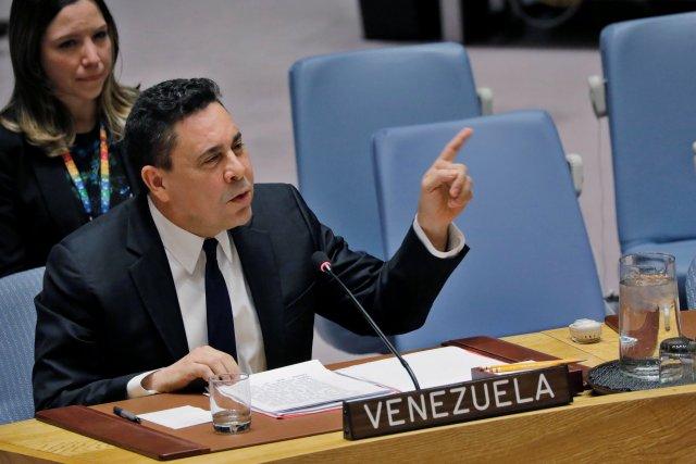 """Moncada dice que Colombia """"fabrica"""" un ejército con los soldados que se unieron a Guaidó"""