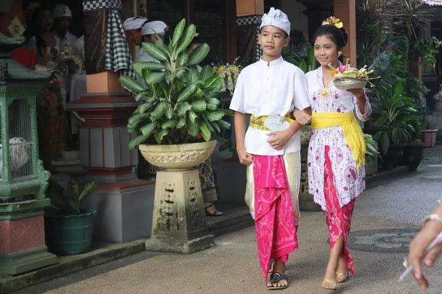 Safari dan Kebaya - Bali