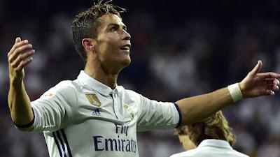 Cristiano Ronaldo tertarik pada kemungkinan kembali ke Manchester United musim panas ini,