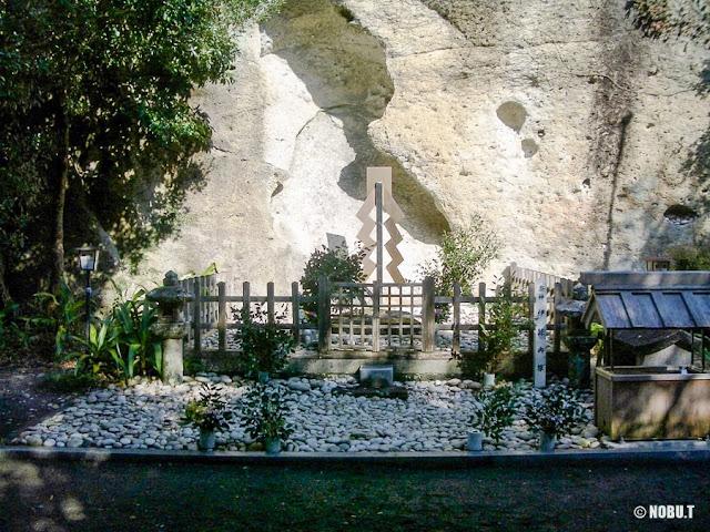 三重県熊野市「花窟神社」
