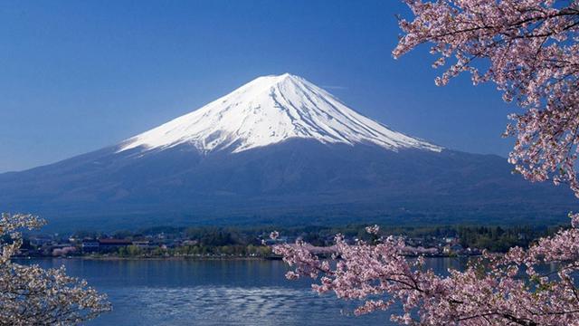 Seorang Pendaki Gunung Terjatuh dari Gunung Fuji saat sedang Melakukan Siaran Langsung