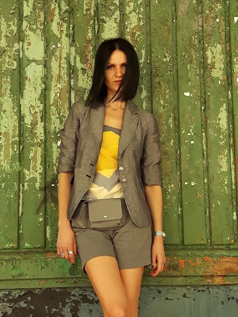 żółta bluzka diy szary żakiet  i pasek nerka stylizacja