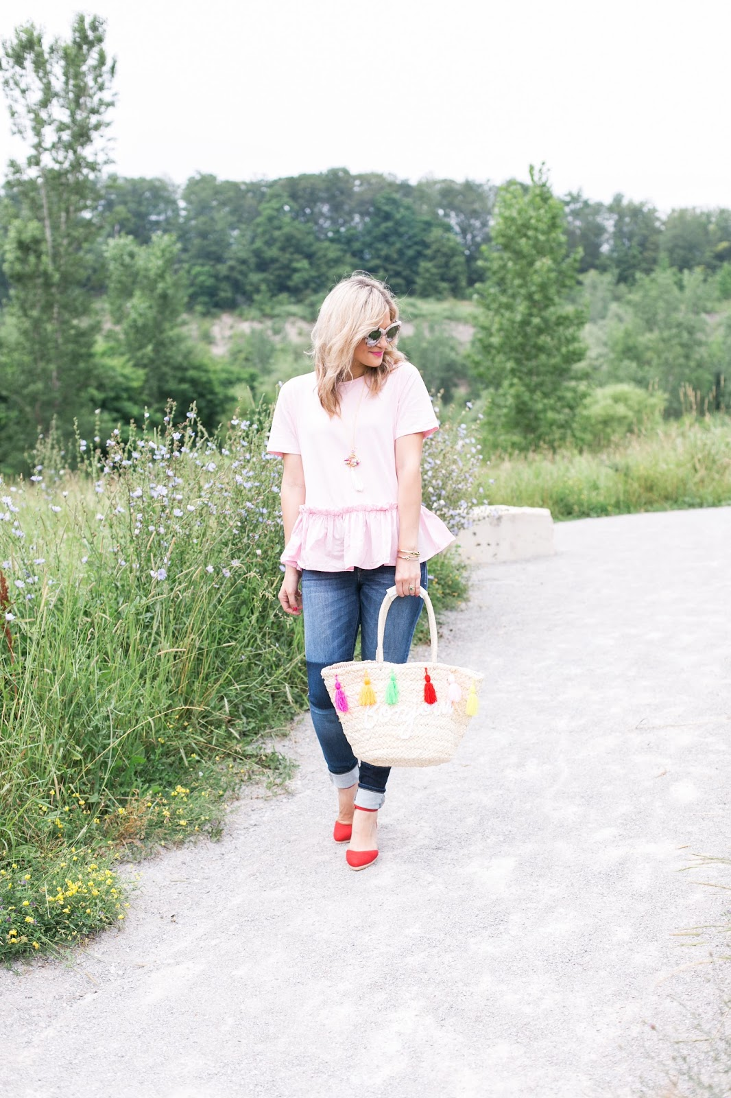 Bijuleni | 8 Easy tips for Taking Amazing Outfit Photos - Pink peplum top, Guess jeggings, red wedges, bonjour straw bag ootd .