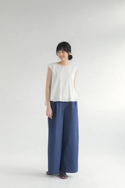 白色素色短袖女裝造型上衣
