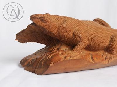Divka Antik menjual barang antik, unik, kuno, langka, dan barang seni seperti Komodo Cendana