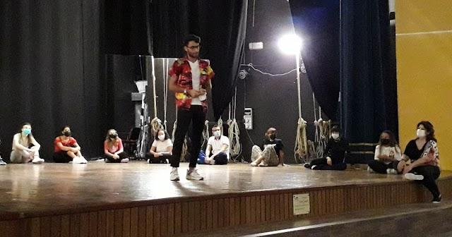 TeatroLAB - 2 ore fuori dal mondo, provini aperti al Teatro Comunale. E a proposito di formazione: il 5 ottobre arriva Roberto Re