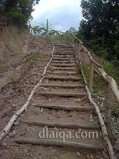 tangga naik ke atas bukit