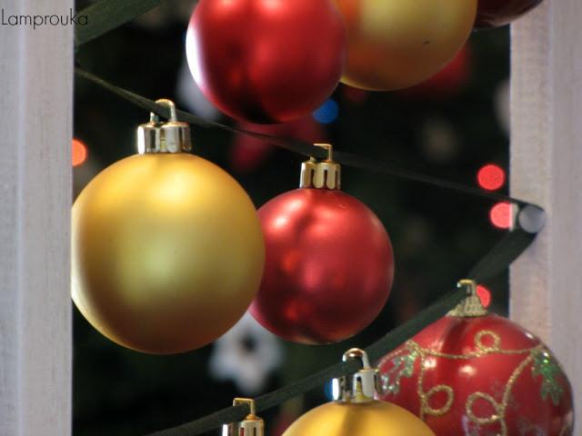 Χριστουγεννιάτικη διακόσμηση σε κορνίζα.